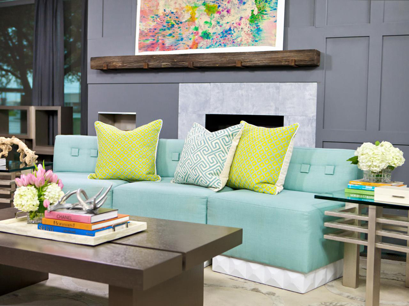 Pastel color is nice to make the living room feel comfortable.