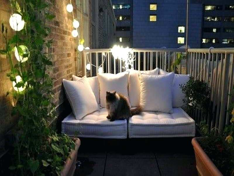 Small couch for the garden in the roof.