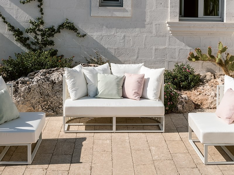 Mini sofa for a great garden.