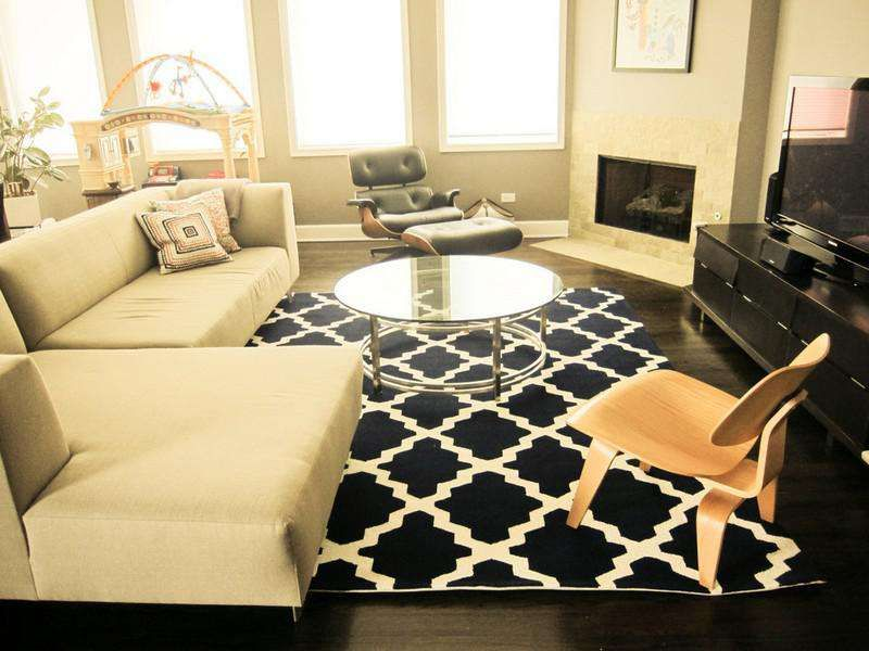 use rug for make your living room looks bigger
