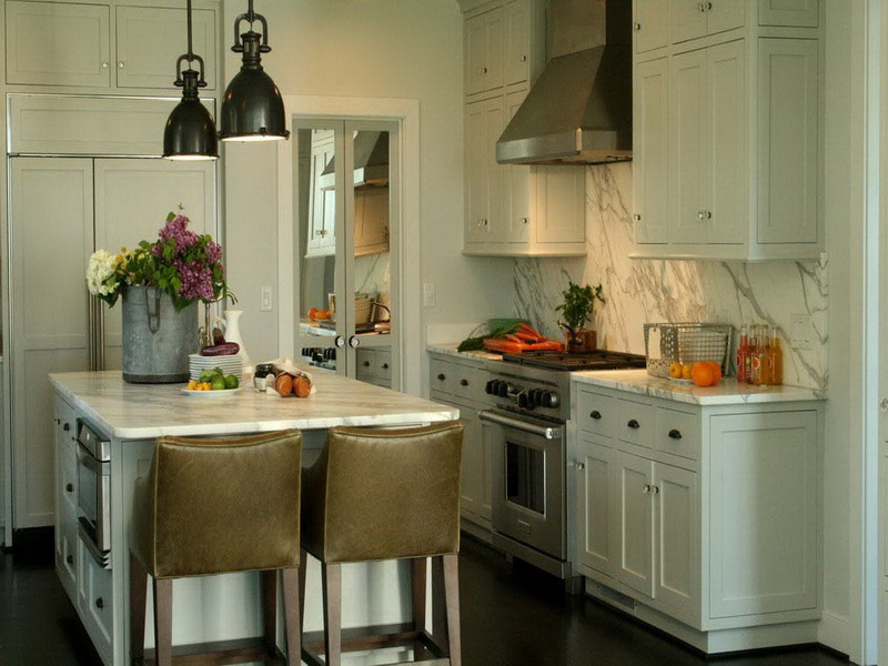 using white color as a base of kitchen.