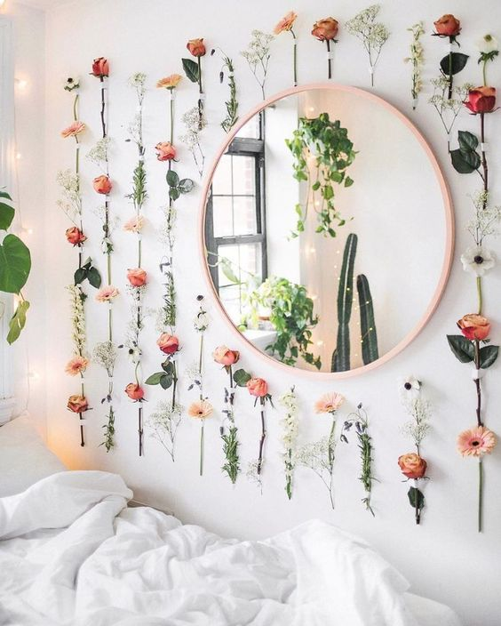 sweet wall look with flowers decor