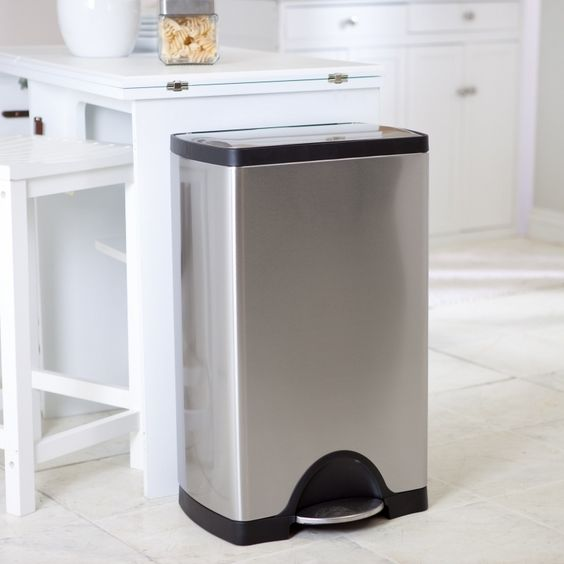cleaning kitchen trash can