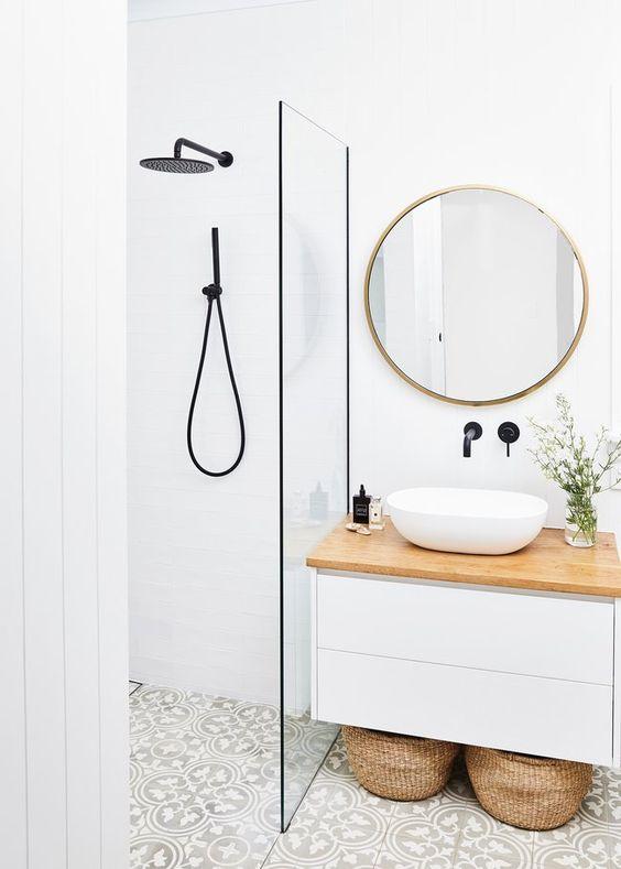 comfortable minimalist bathroom